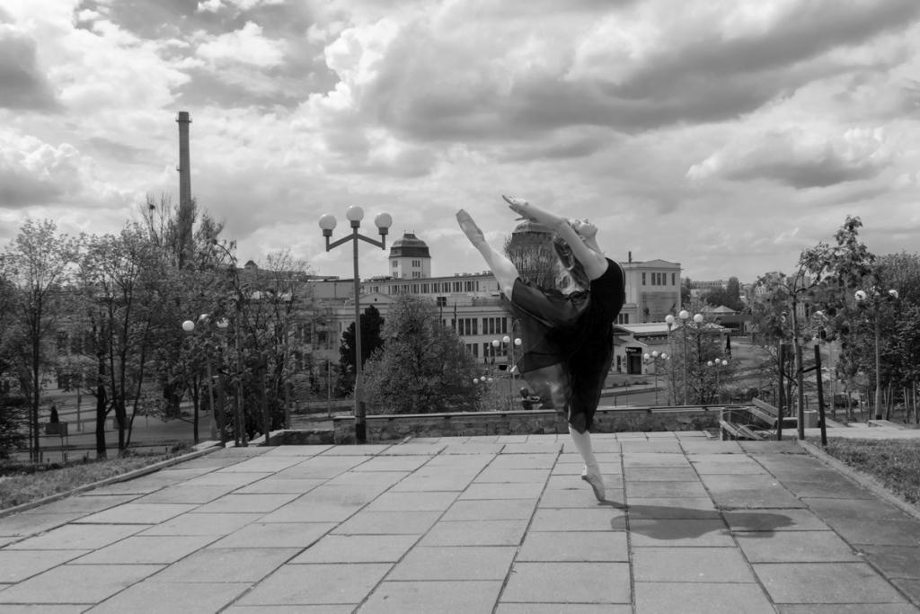 2016 ZIELONA GORA Ania Szafran baletnica w miescie ballerina project tancerka balet Palmiarnia  FOT. PAWEL JANCZARUK / WueF