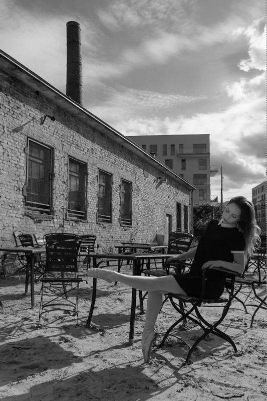 2017 ZIELONA GORA Ania Szafran baletnica w miescie ballerina project tancerka balet ul fabryczna fundacja salony